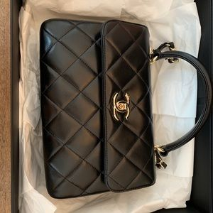 2017 new, never used Chanel purse and wallet
